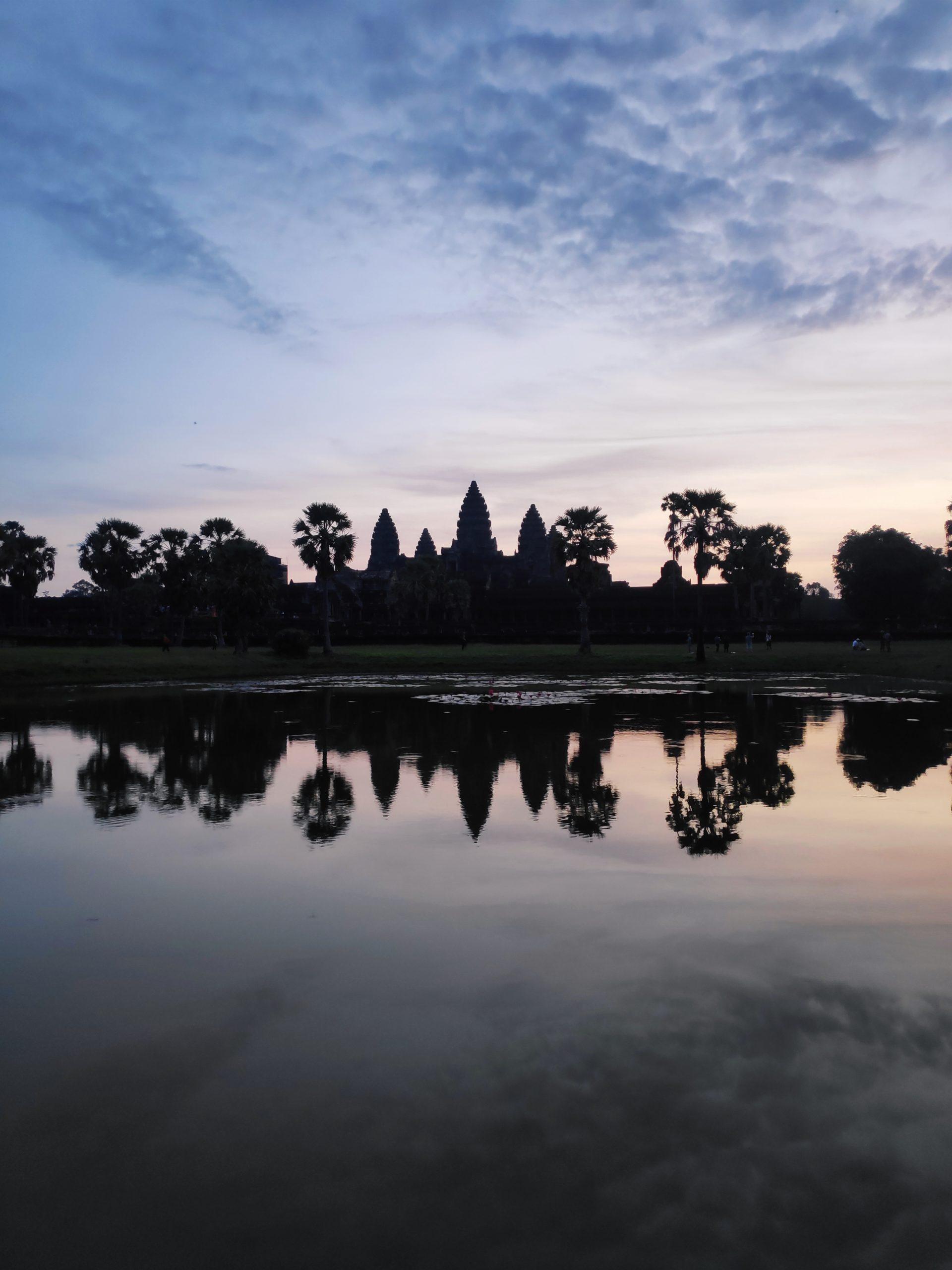 Amanecer en Angkor Camboya